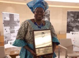 Rebecca Dali receives award