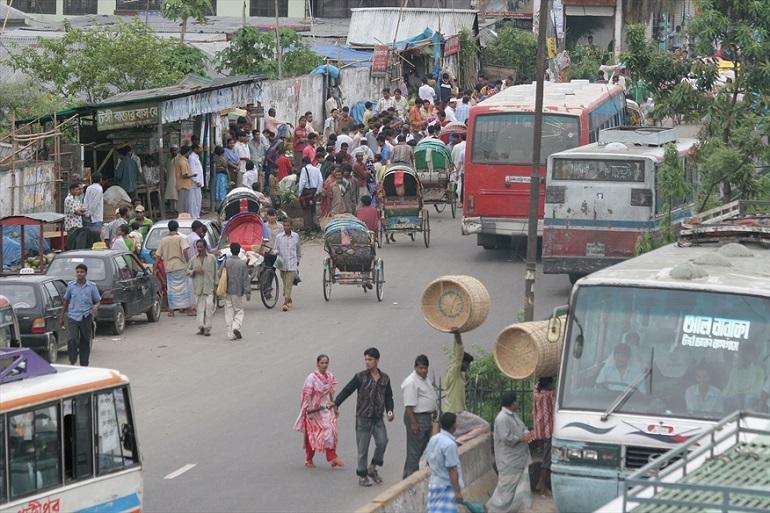 Traffic in the Bangladeshi capital Dhaka. (Photo: World Watch Monitor)